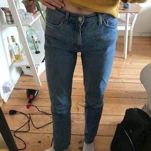 Byxor som tyvärr har blivit lite för stora för mig från weekday