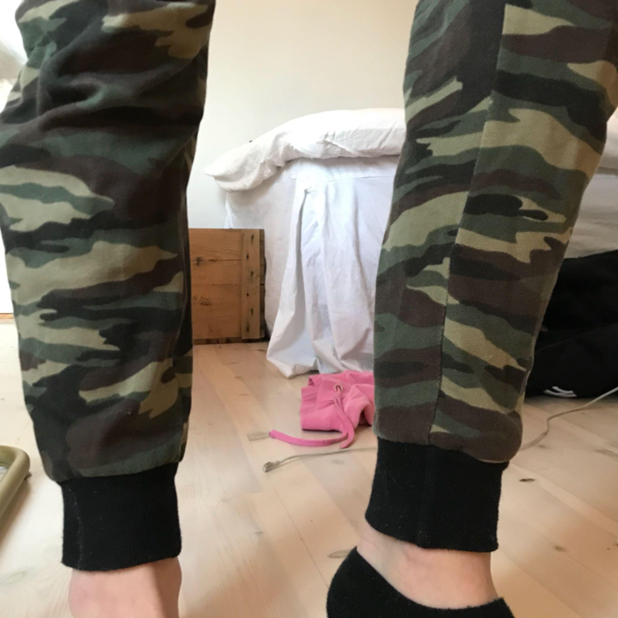 ... Camouflage mjukisbyxor från forever 21 men svarta muddar. Tvättar innan ee42f57a8930f