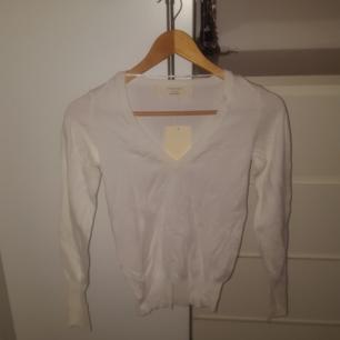 ZARA Knit stickad tröja vit  Oanvänd - Nyskick - Prislapp kvar