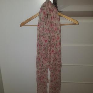 Len sjal från Gina Tricot Bra skick