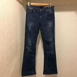 Flairjeans från Zara, superfina och stretchiga men de har tyvärr blivit för små för mig. I butik kostar de 399kr, dessa är som nya endast använda fåtal gånger.