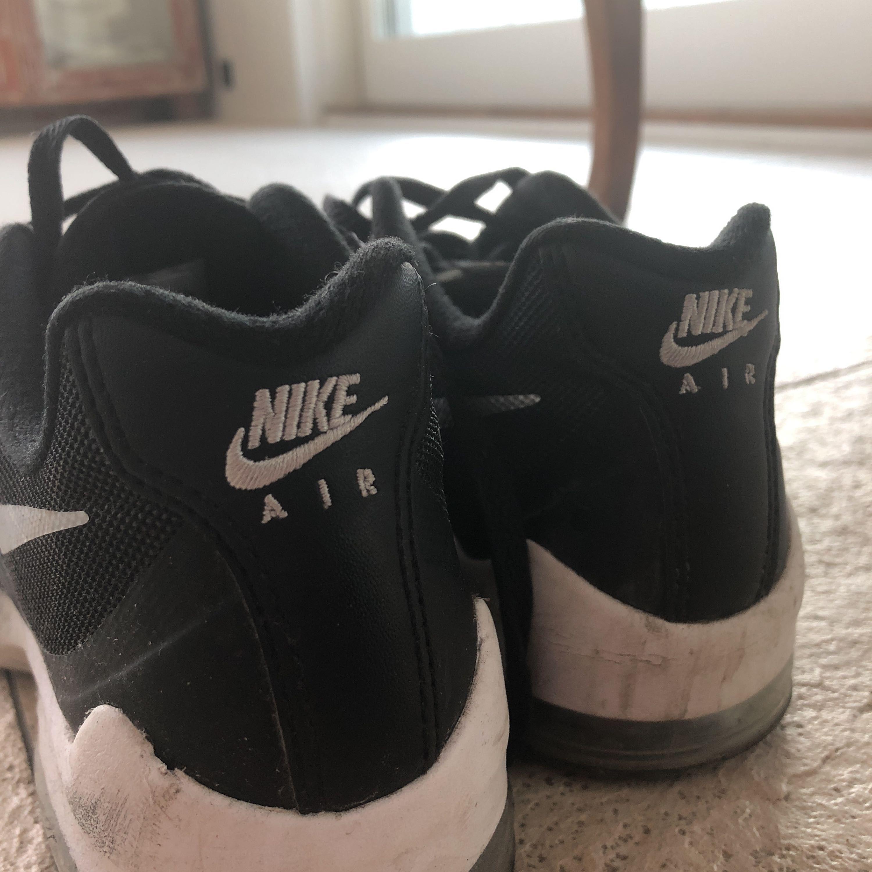 separation shoes cfdd1 8696f Nya knappt använda Nike air, några fläckar på det vita med det kan jag ta  ...