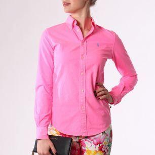 Supersöt neonrosa Ralph Lauren skjorta, använd 2 ggr. Strlk S.