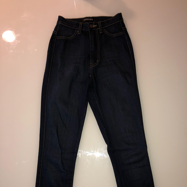 Super high-waisted mörka jeans. Jeans & Byxor.