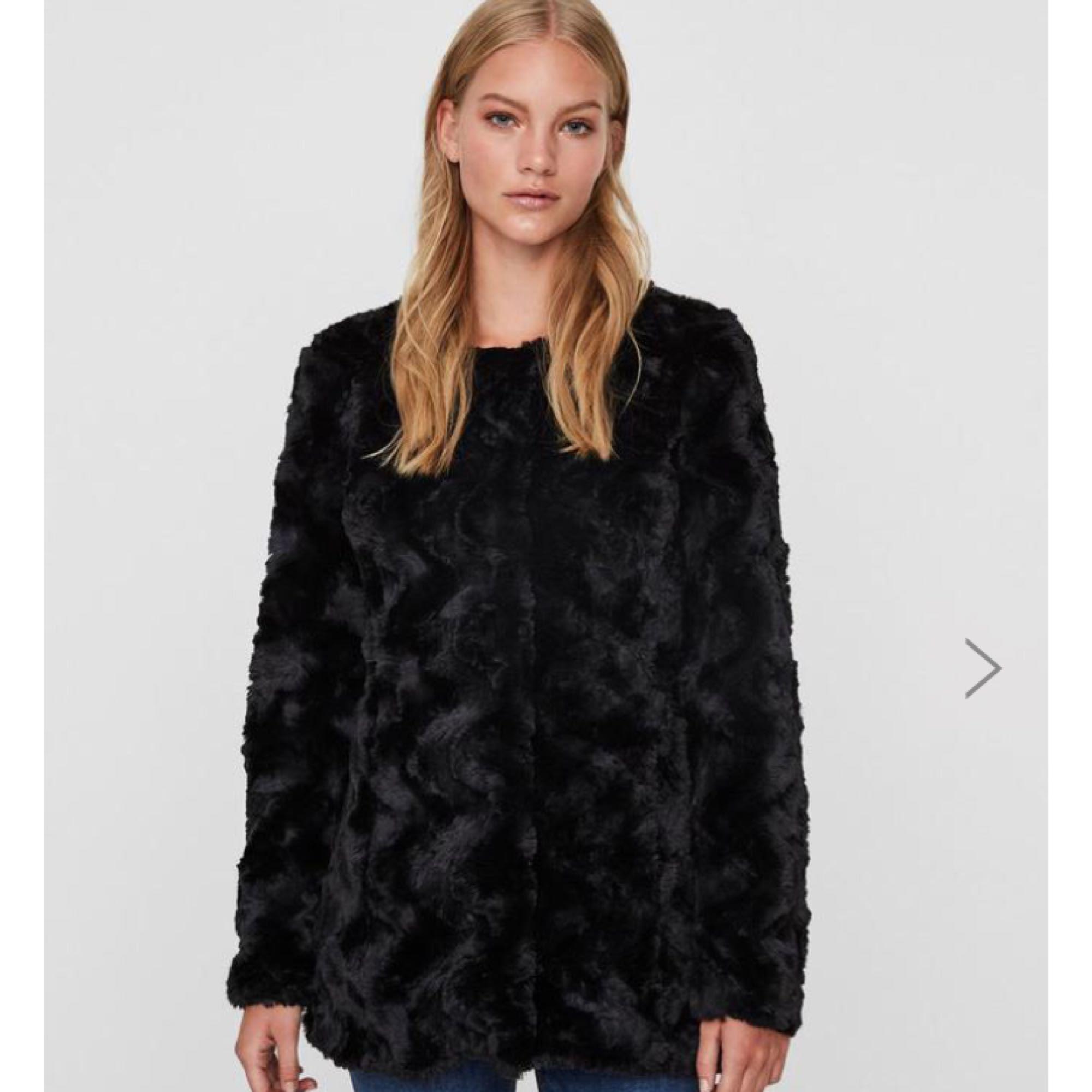 riktigt bekvämt högmode köpa billigt Bra känsliga färger special för sko vero moda svart pälsjacka ...