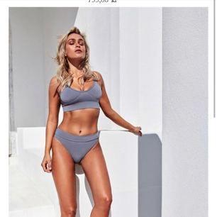 Säljer min bikini från chiquelle. Den är inköpt för 799kr och är i stl s, säljer pga att mamma beställde fel färg </3 aldrig använd, lappar och hygienskyddet finns kvar. Kan mötas upp i Stockholm annars står köparen för frakten!