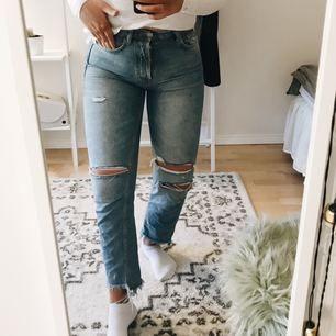 Så snygga ljusa jeans, har tyvärr blivit för små över rumpisen för mig:(:( annars är dem i jätte bra skick o sitter som ett smäck!