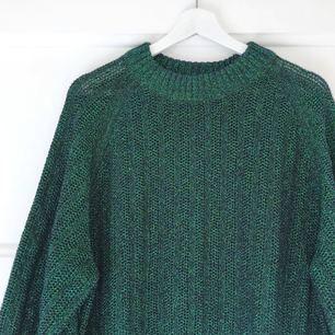 Lång och grönglittrig tröja från H&M i strl S. Köpt i höstas och aldrig använd