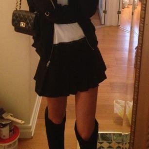 Världens snyggaste kjol!!😍 Älskar den men har växt ur den! Den passar storlek 32(XXS) och 34 (XS)