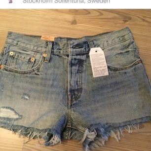 Säljer ett par oanvända nya levi's 501 shorts från yunkyard.com pga fel strl😊