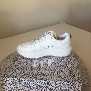 Eytys jet combo sneakers säljes! Helt nya bara provade. Denna modell är slutsåld överallt i Sverige. Säljes pga felköp. Normal i storleken