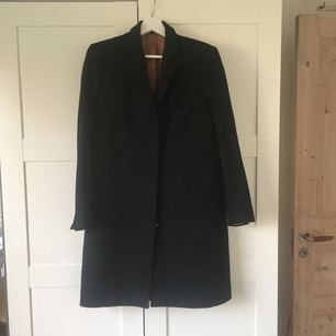95cm long coat from Filippa K. Good condition and dry cleaned.  Due to the weight, post cost 80kr.