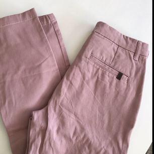 Aldrig använda lila/rosa chinos! Köparen står för frakt 💘