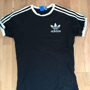 Adidas tröja, strl S! Klassisk tröja som passar alla 80 kr+frakt.