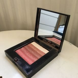 Bobbi brown shimmer brick compact i färgen Rose. Superfin som highlighter. Sparsamt använd.