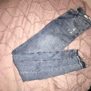 Möts upp eller fraktar  Skickar alltid bild & videos Betalning : swish eller kontant ! Modell : super skinny low waist