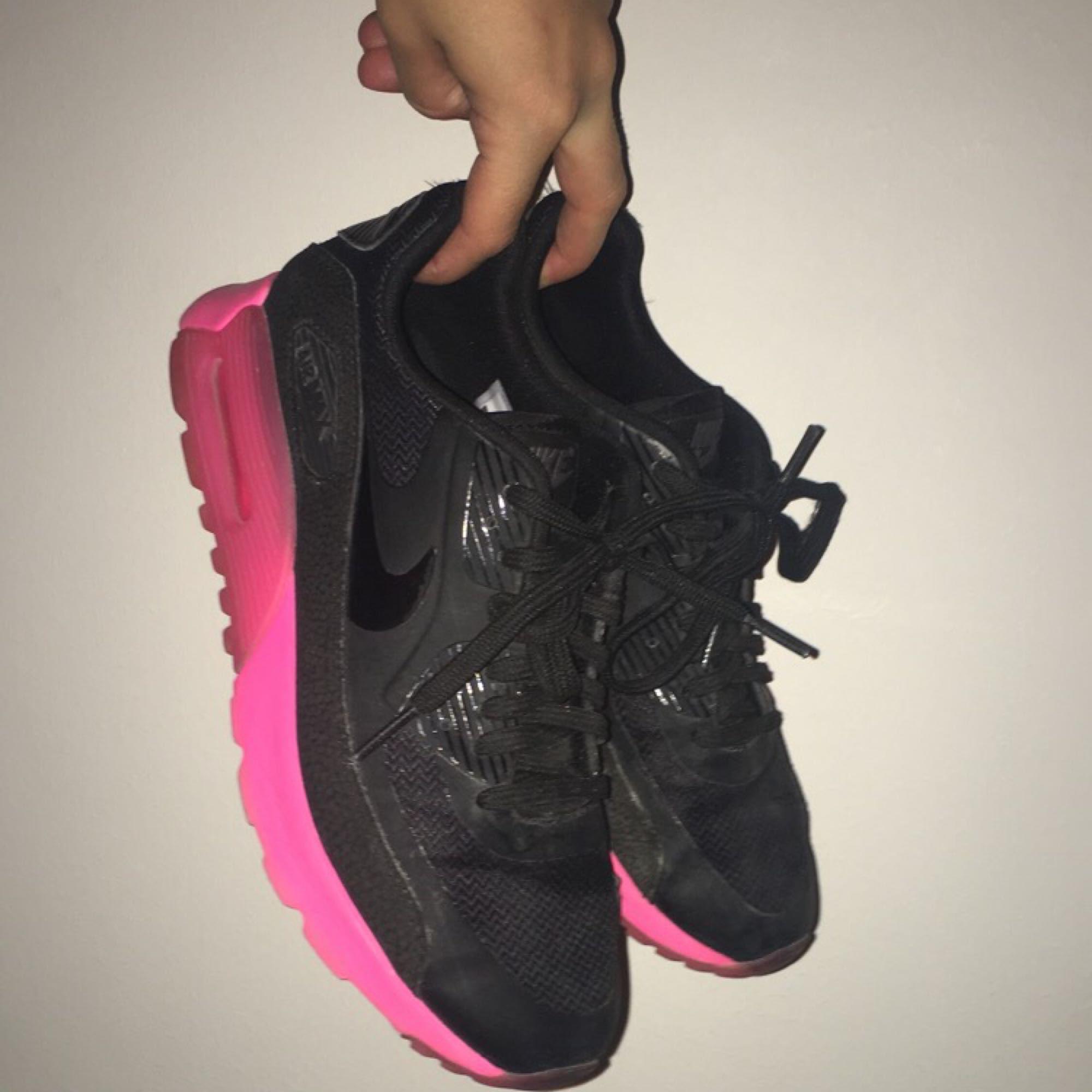 5d6eb2d2a24 Snygga och sköna Nike air max skor som inte kommer till användning!