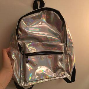 Reflekt väska köpt på wish lol. Jätte bra kvalitet men kommer inte till användning. Köparen betalar frakt