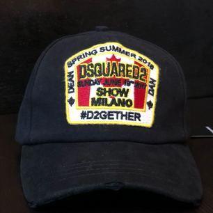 Säljer Dsquared2 keps för bra pris  Frakt ingår med priset. 300
