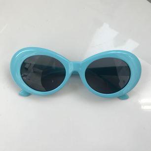 Kurt Cobain inspirerade glasögon. Sprillans nya och så snygga till sommaren! Jag står för frakten! 😭😍 har två par kvar!!