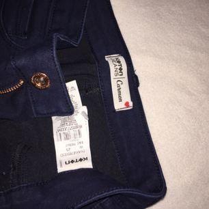 Helt nya jeans från Modanisa i navy som jag aldrig använt. Har bara legat bland mina andra oanvända jeans. Köparen står för frakten