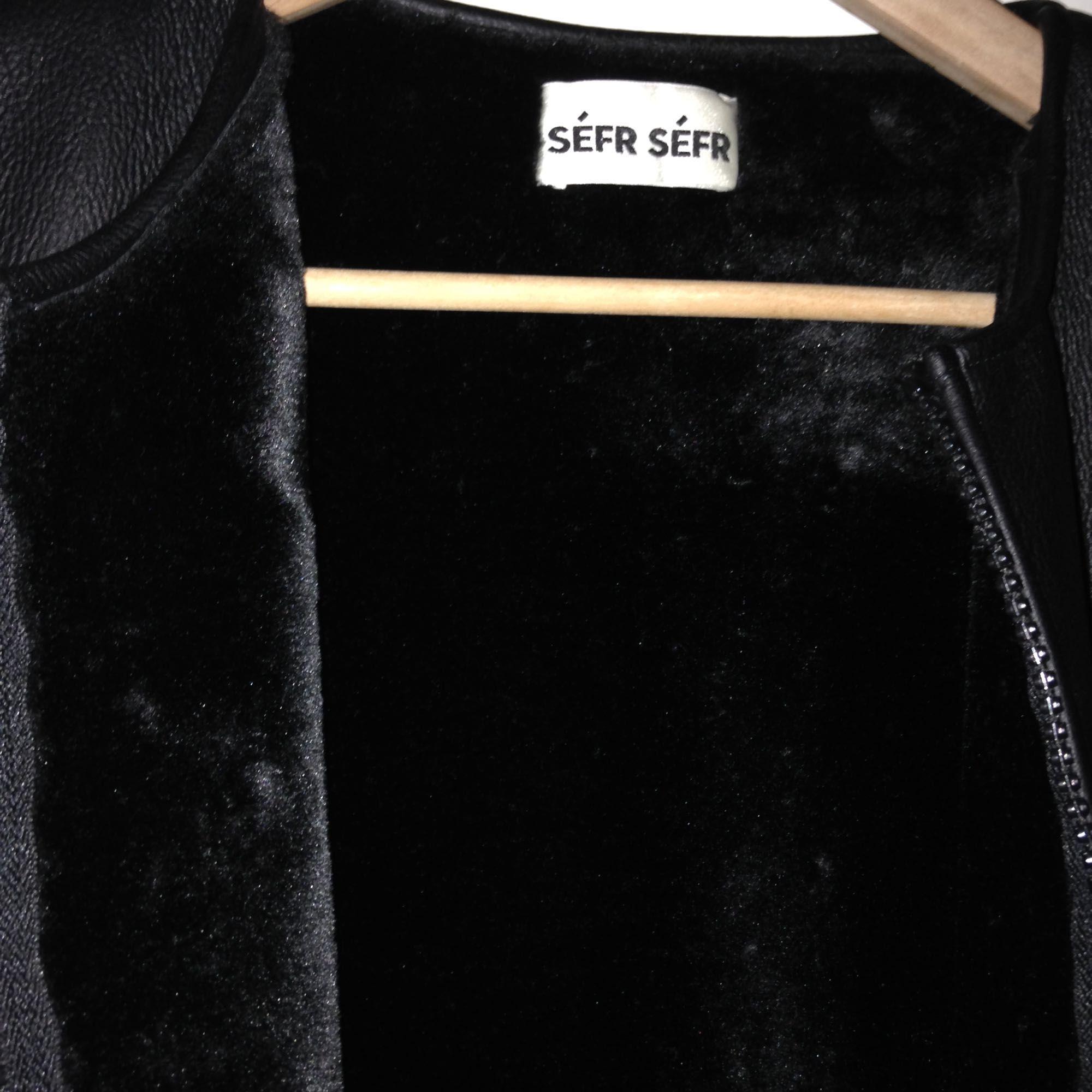 Läderväst från Séfr séfr i dunder skick med inga flaws inte fått så mycket kärlek som den borde :( Retail 2000kr . Övrigt.
