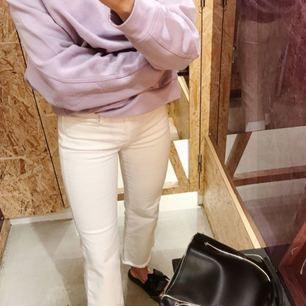 Jeans i strl S från Filippa K SS17. Använda ett fåtal gånger = utmärkt skick. Ordinarie pris 1600