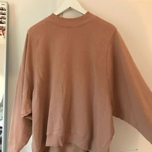 Fin genser fra monki! God som ny. Fin nude farge