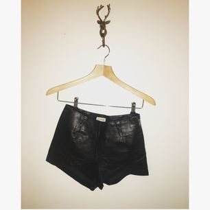 Skitsnygga läder shorts från estradeur