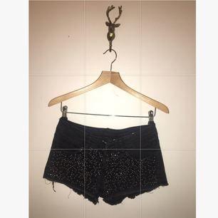 Shorts från hm med glitterstenar i svart! Eller Köp båda shortsen för 190:-