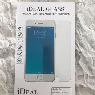 Helt nytt oöppnat skärmskydd i glas från Ideal of Sweden. Säljes pga felköp. Passar iPhone 6, 6s, 7 & 8. Obs. Endast plus-modellerna.