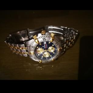 Festina chronograph 8890 som jag fick för 15 år sedan Väl omhändertagen, ingen repa, och använt endast vid speciella tillfällen då jag inte använder klockor dagligen.