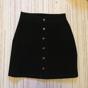 Såååå snygg kjol i äkta mocka, passa på att göra ett kap!