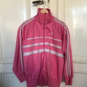 Vintage Adidas Tracksuit Jacket från 80-talet - Large  Vintage adidas från 80-talet. Ovanligt modell. Trevligt skick, det finns ett par mindre fläckar som sannolikt går att åtgärda. Använt skick.  Storlek: Large (France 192)