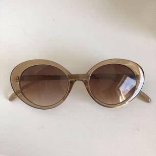 Solglasögon från Mango, knappt använda. Köparen står för frakt