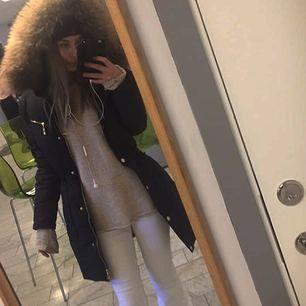Använd den här vinter skit snygg jacka verkligen! Litet hål på insidan av jackan kan skicka bild om det behövs