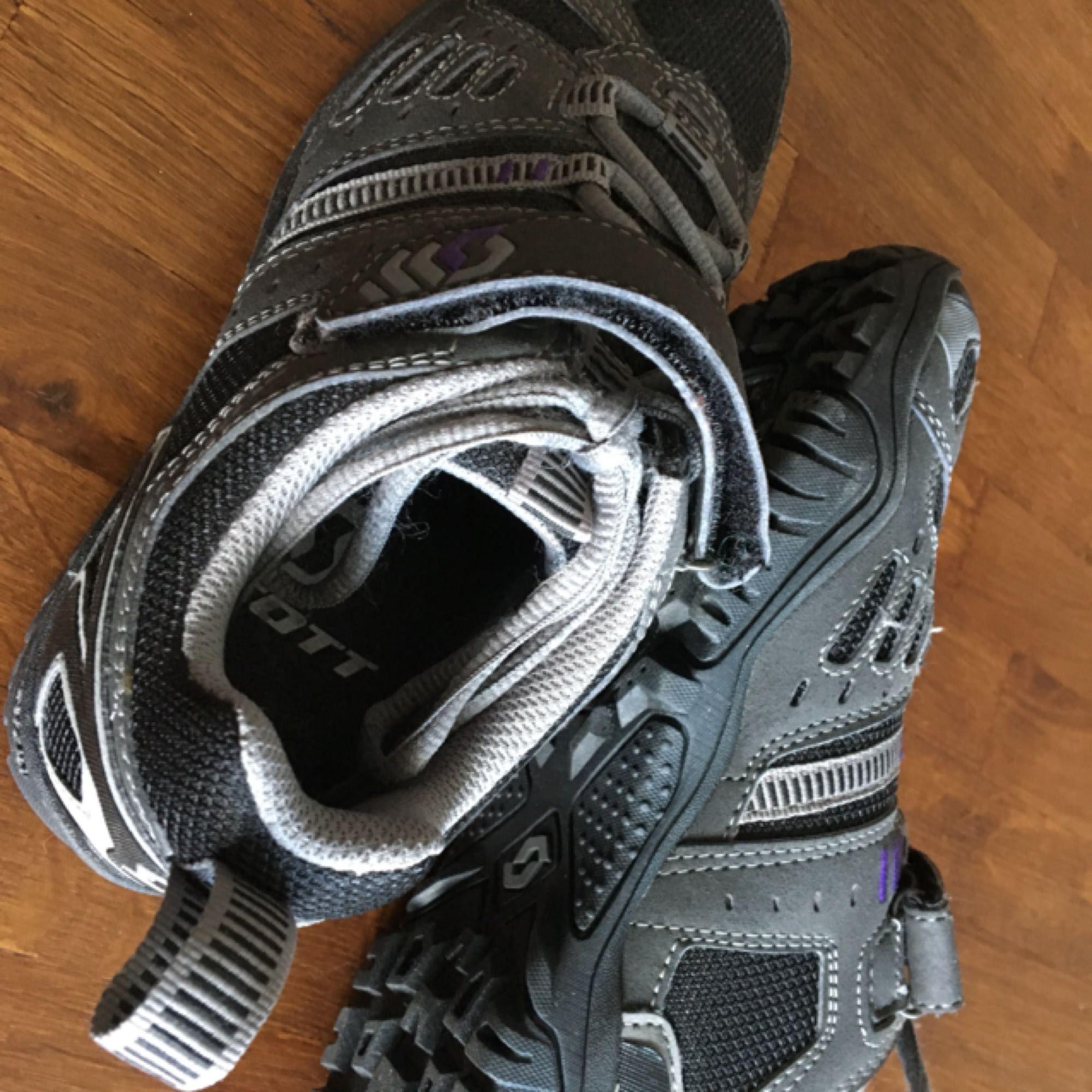Scott Trail BOA Spinningsko, mycket sparsamt använda. Ser ut som nya.. Skor.
