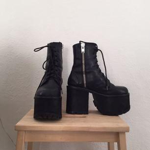 Scosche boots från unif säljer pga egentligen för stora