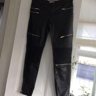 Ny skick, polyester läder byxor, liten L, köpare står för frakt
