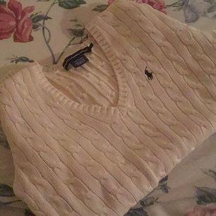 Äkta Ralph Lauren sport tröja.  Det står L men passar S och M.