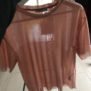 Transparent T-shirt från pull and bear. Passar även som xsmall.