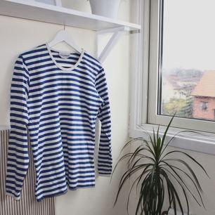 blå/vit randig tröja från marimekko. fint skick. kan mötas upp i göteborg eller frakta (isf står köparen för frakten). fler bilder kan ges på efterfrågan.