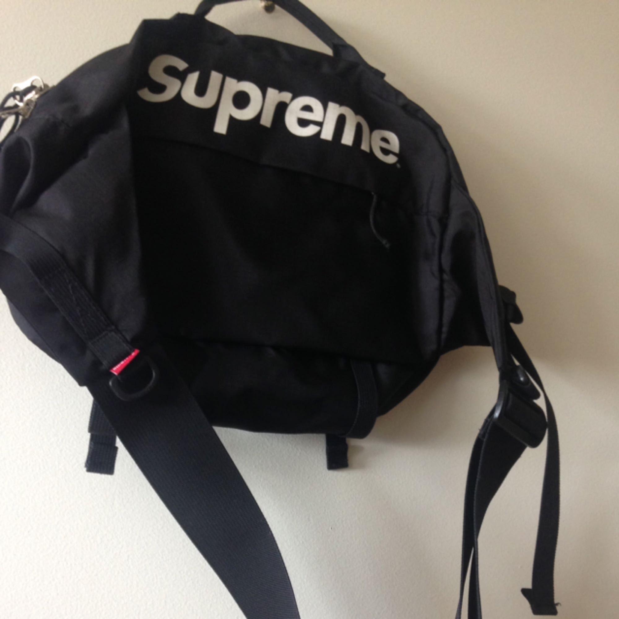 Supreme shoulderbag från SS16. Väskor.