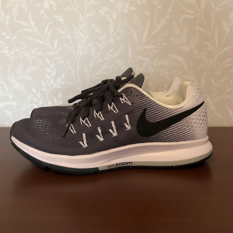 2687488ee08 Löparskor från Nike, modellen heter Pegasus 33 & är använda 1 gång.