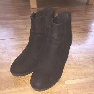 Fina skor från h&m, i mocca. Använda endast ett par gånger. Kan mötas upp i Stockholm !