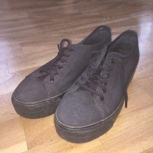 Svarta skor från vagabond. Använda ett fåtal gånger, kan mötas upp i Stockholm !