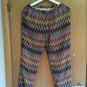 Sköna o slappa byxor, aldrig använda. 50 kr extra me frakt!:)