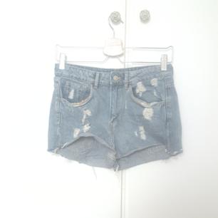 Knappt använda högmidjade shorts ! Tyvärr för små gör mig. Kan mötas upp i Kävlinge/lund/Malmö. Annars 50 kr +frakt