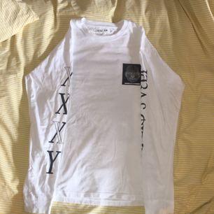 tröja från junkyard, tryck på armar & rygg (andra bilden). köparen står för frakt
