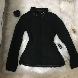 ny svart skjorta stlk s för 50kr rågsved eller frakt 20kr
